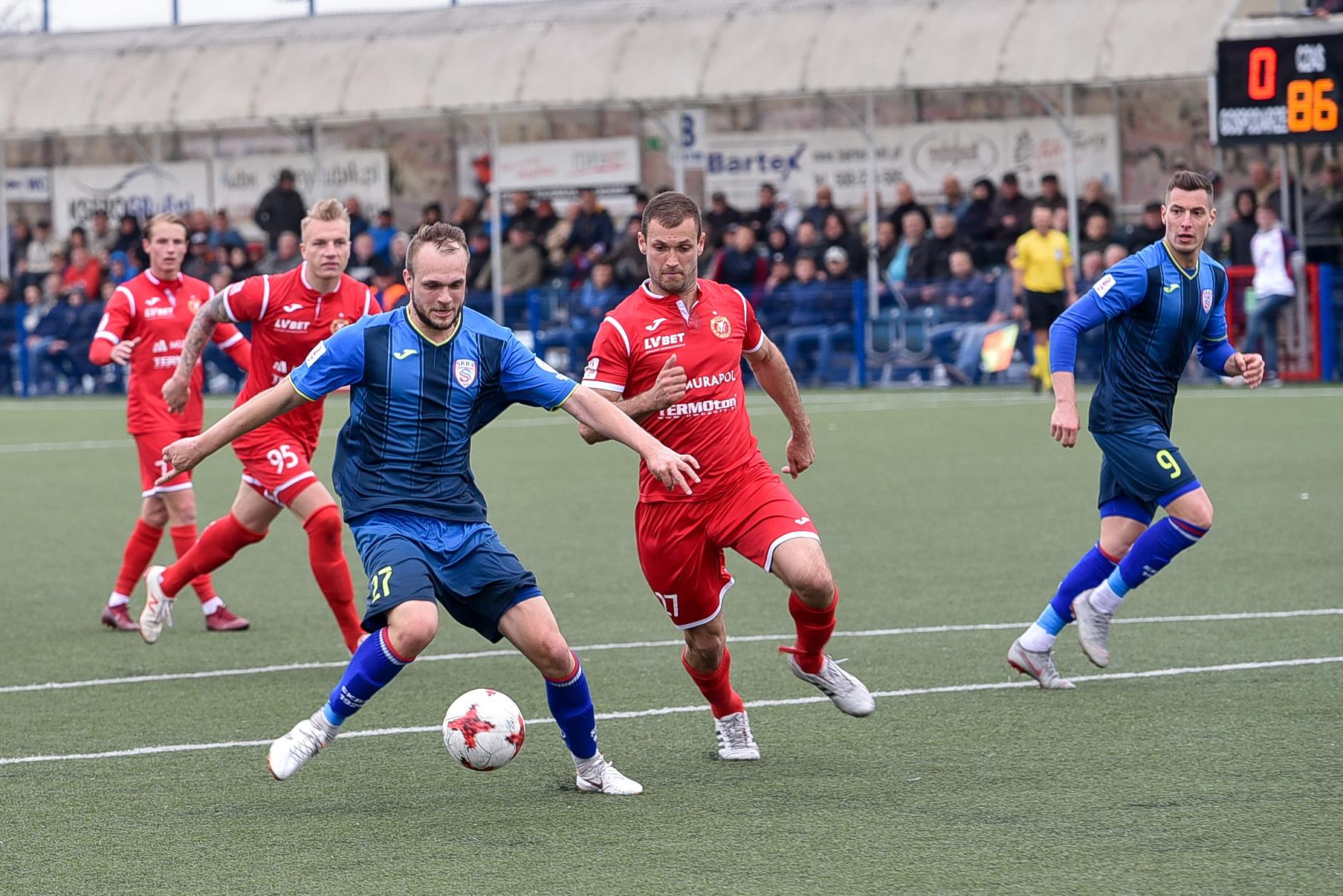 Mariusz Holik w meczu z Widzewem